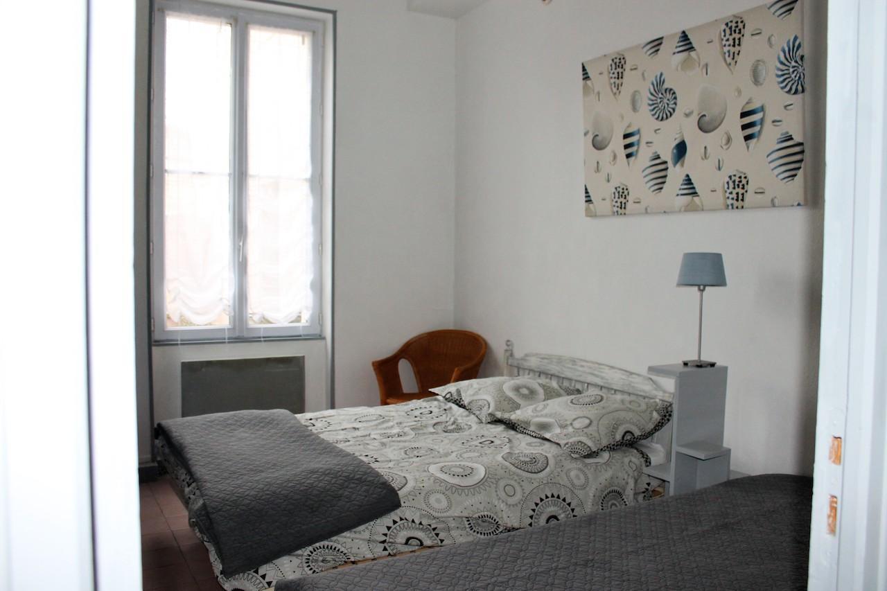 un lit double + un lit simple